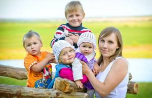 Пенсия для многодетных матерей с тремя (четырьмя) детьми - Условия выхода